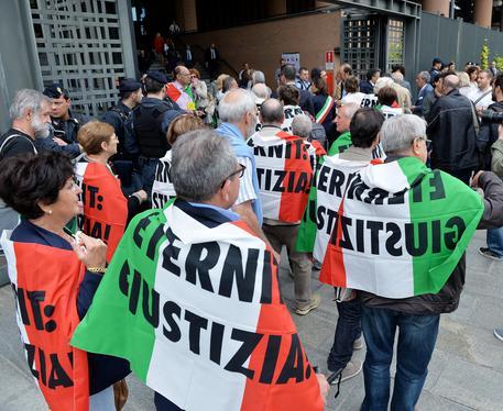 Familiari delle vittime durante la prima udienza preliminare del processo Eternit bis presso il Palazzo di Giustizia Bruno Caccia, Torino, 12 Maggio 2015. ANSA/ ALESSANDRO DI MARCO