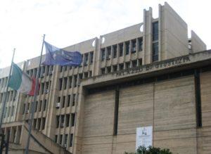 Riesame da parte di indagato che non abbia la proprietà o la disponibilità del bene evalenza del giudicato amministrativo in campo penale: l'ordinanza del Tribunale del Riesame di Lecce sul sequestro del porto di Otranto